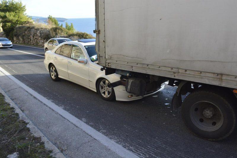FOTO Sudar kamiona i dva automobila kraj vidikovca