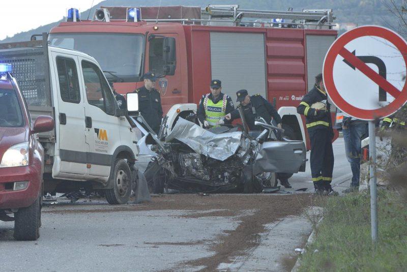 OKOLNOSTI NESREĆE U KONAVLIMA Vozač kamiona izgubio nadzor i frontalno udario u automobil