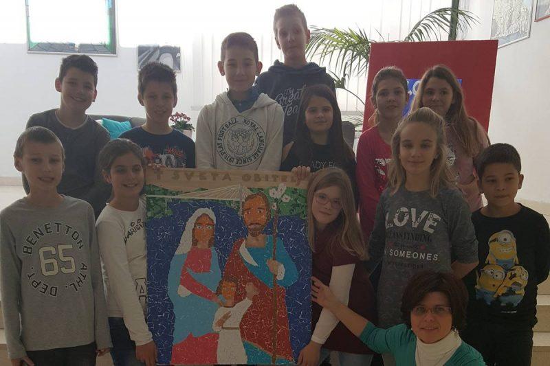 FOTO Mladi Mokošani izradili mozaik Svete Obitelji