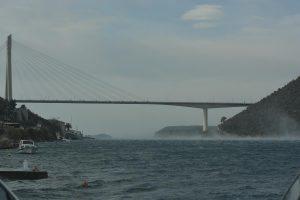 Zbog vjetra preko mosta ne mogu autobusi na kat, vozila s kamp prikolicama i motocikli