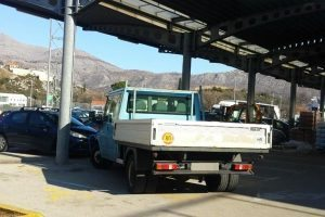 BEZOBRAZLUK Kamion Vodovoda parkiran preko dva parkirna mjesta za osobe s invaliditetom