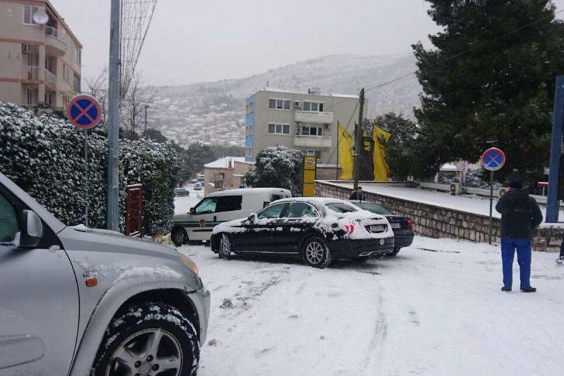 Lančani sudar niz Batalu, ne jurite po snijegom prekrivenim cestama!