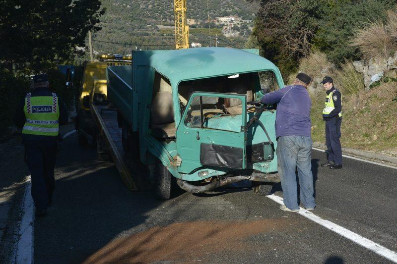 Prometna u Štikovici, kamionom se zabio u ogradu