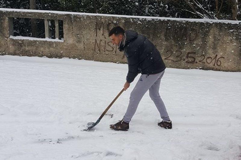 Ralice čiste snijeg od Pila do Vojnovića i Vukovarske, pločnici se čiste lopatama