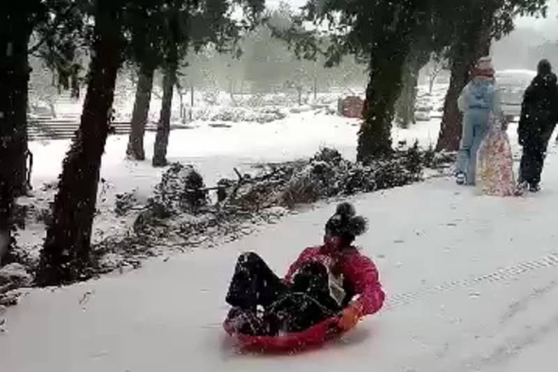 VIDEO/ SMIJEH NA SANJKAMA  Ekipa iz Komolca zna kako uživati na snijegu!