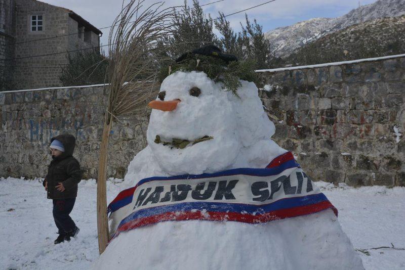 FOTO/VIDEO Invazija snjegovića u Rožatu