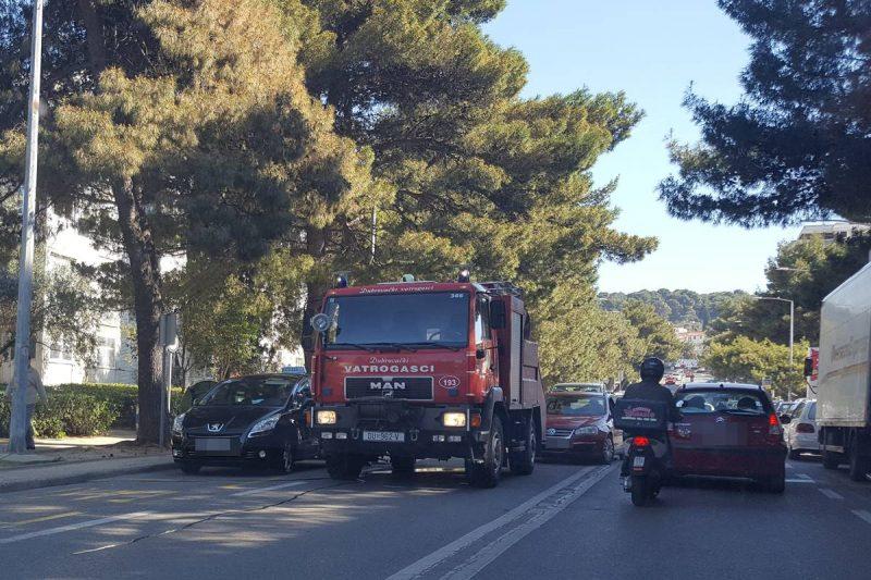 FOTO Zapalio se kontejner na Bulevaru, vatrogasci brzo reagirali