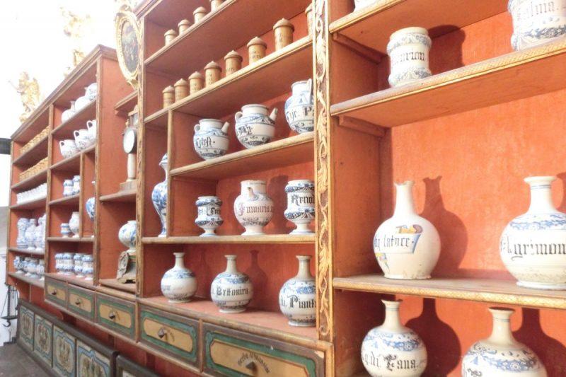 UZ 700. OBLJETNICU Muzejska postava ljekarne Mala braća od 1955.