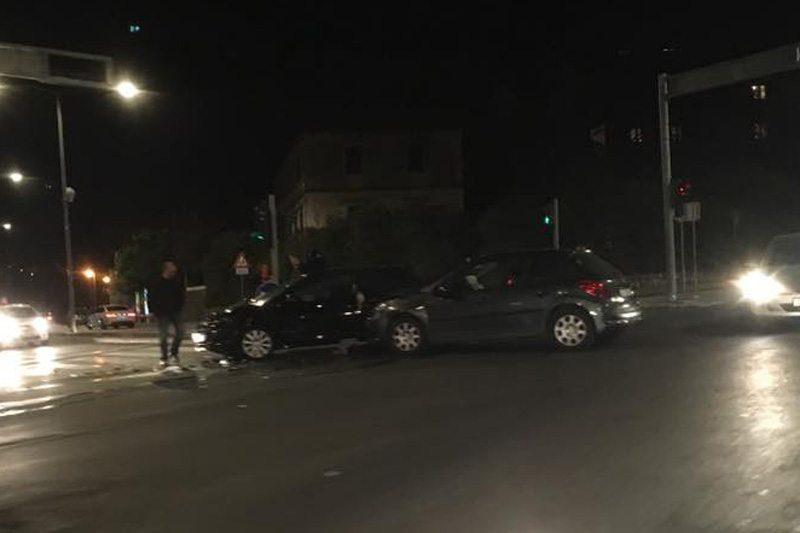 PROMETNA NA SEMAFORIMA Sudar dva osobna vozila, nema ozlijeđenih