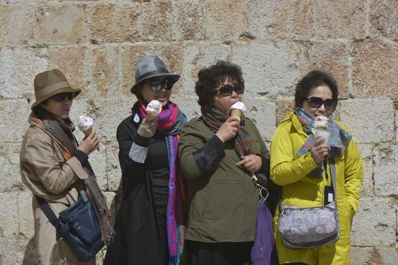 FOTOGALERIJA Turistima hladnoća i 'zubato' sunce danas nisu smetali