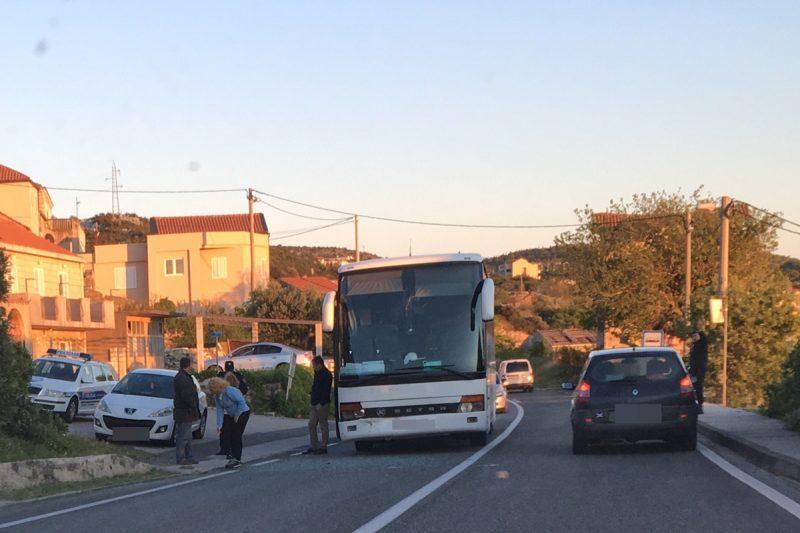 NA OBODU Sudar autobusa i automobila