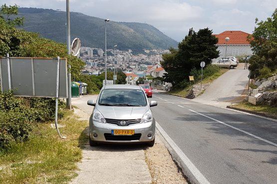 FOTO 'Valjda tako ljudi parkiraju u Nizozemskoj'