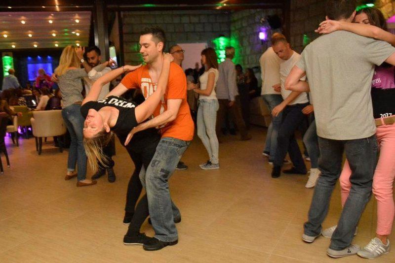 FOTO/ RITMO DE SALSA Prvi ljetni party u Promenadi!