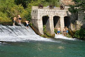 VIDEO/FOTO Biste li vi bili dovoljno hrabri za kupanje u Ombli?