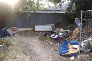 FOTO 'Odlagalište' otpada na desetak metara od reciklažnog dvorišta