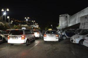 FOTO Taksi stajalište Buža, koga briga što je cesta