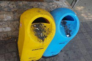SRAMOTA Kante za smeće za papir i plastiku postale pepeljare koje nitko ne čisti!