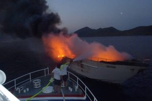 NAKON POTONUĆA JAHTE Još traje sanacija onečišćenja akvatorija Stonskog kanala