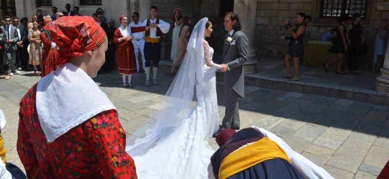 PRESUDILA BUKA: JLH odustaje od vjenčanja, vlasnici agencija u panici