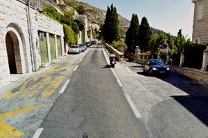 'Manijak buši gume na jednom od rijetkih besplatnih parkinga'
