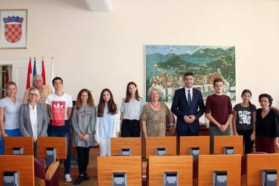 Predstavnici Dječjeg gradskog vijeća i Dječjeg foruma na prijemu kod gradonačelnika