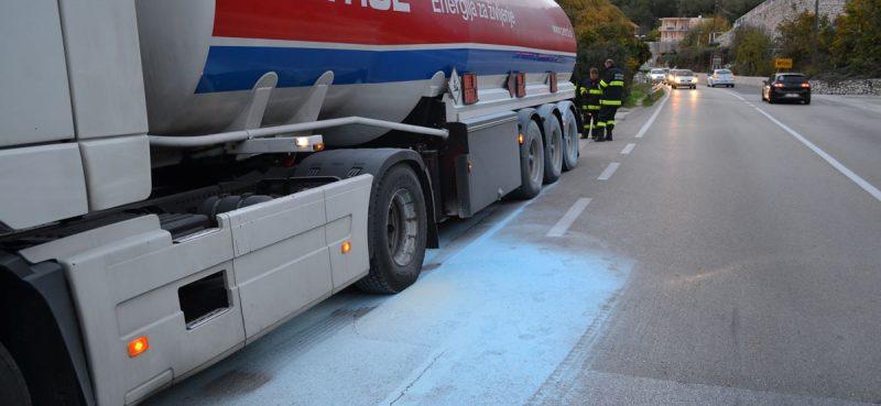VIDEO / FOTO Umalo tragedija, cisterni se pregrijale kočnice!