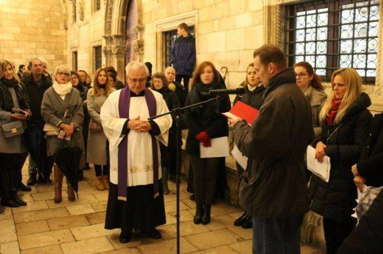 Dogradonačelnica Tepšić upalila drugu adventsku svijeću pred Katedralom