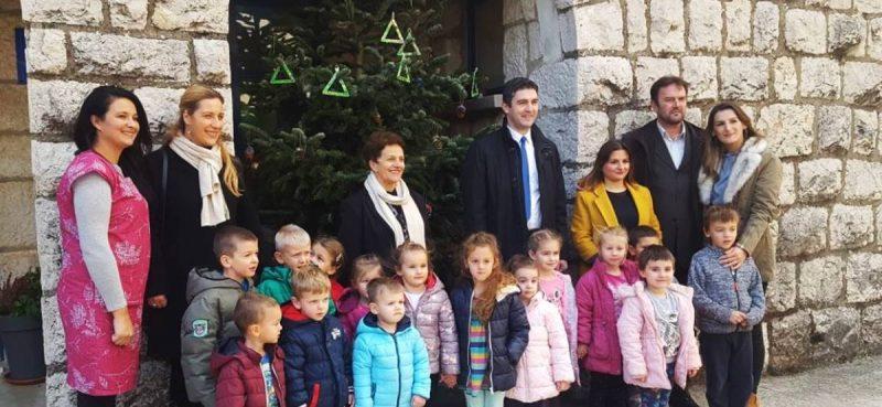 Gradonačelnik sa suradnicima obišao dječji vrtić i Vatrogasni dom na Osojniku