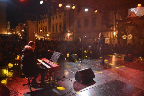 FOTOGALERIJA Veliki koncert duhovne glazbe na Stradunu!