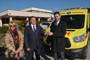 FOTO Franković uručio ključeve novog vozila hitne pomoći
