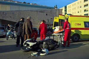 PROMETNA KOD BAZENA U sudaru auta i motocikla jedna osoba ozlijeđena