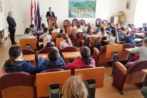 Što su petaši iz Osnovne škole Ivana Gundulića pitali gradonačelnika?