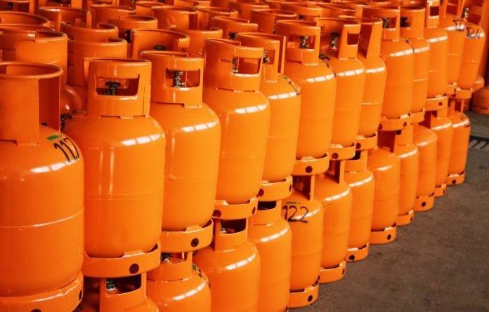 Dvije plinske boce