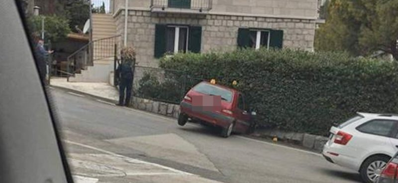 PROMETNA NESREĆA Auto se zabio u zaštitnu ogradu, jedna osoba ozlijeđena