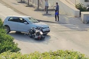 PROMETNA NIZ RAŠICU Sudar motocikla i auta, jedna osoba ozlijeđena