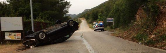NESREĆA NA PELJEŠCU U prevrtanju automobila na krov lakše ozlijeđen vozač