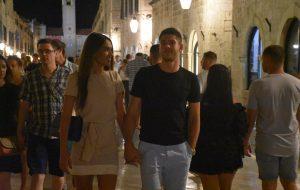 FOTO 'Vatreni' Andrej Kramarić u večernjem điru Stradunom sa zgodnom djevojkom