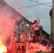 FOTO/DAN ZA PAMĆENJE Vatreni su stigli Trg, slavlje službeno može početi!