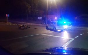 Vozačica automobila oduzela prednost motociklu, jedna osoba teže ozlijeđena